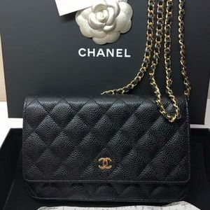 """AUTHENTIC! Discontinued Chanel Wallet on Chain 18"""""""